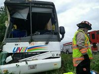 加拿大发生交通事故 已致中国公民1死34伤