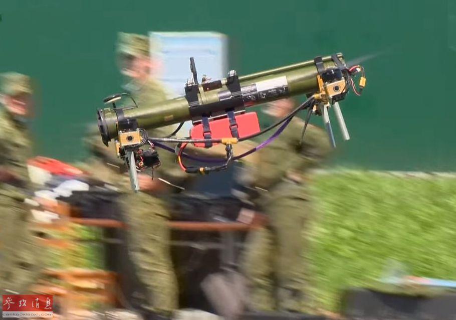 """轻型""""火箭筒""""无人机,如图所示,实际就是一个能飞行的RPG火箭筒炮架。"""