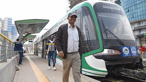 中国轻轨解决埃塞俄比亚首都交通问题 外媒:票价不到1元