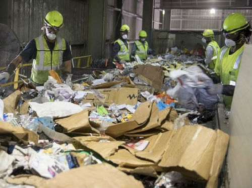 """美媒:中国""""禁废令""""颠覆美国回收行业"""