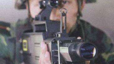 境外媒体:中国便携式激光枪可击落800米外无人机