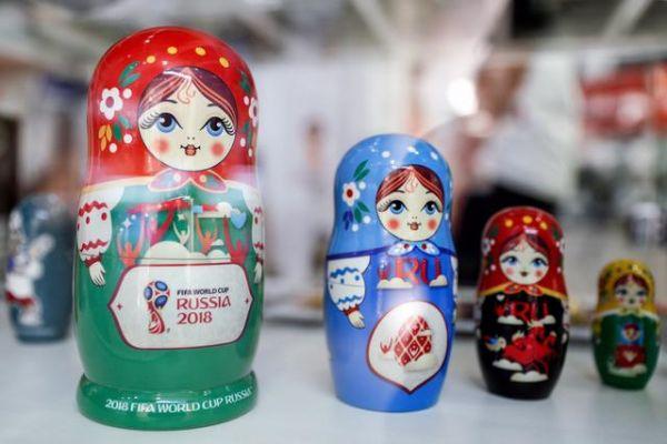 世界杯主题俄罗斯套娃。