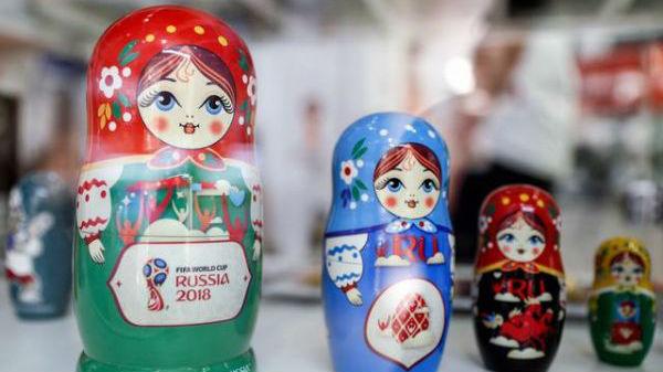 水晶天鹅绒足球了解一下!俄为世界杯准备的怪异商品