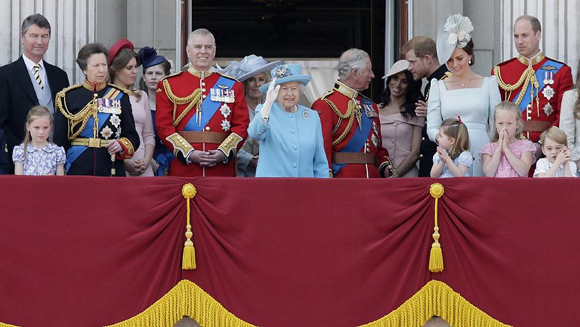 英国伦敦举行盛大生日庆典 庆祝英女王92岁官方生日