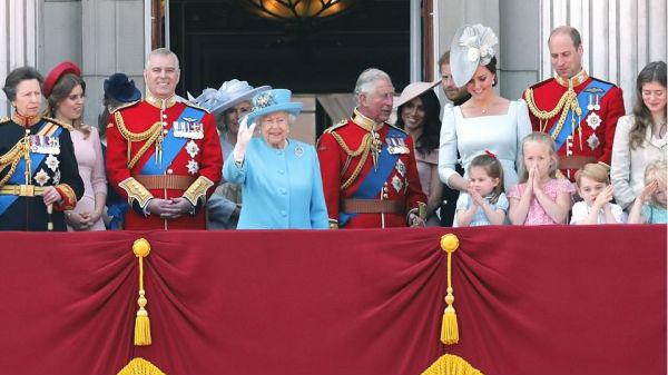 英女王举行92岁生日庆典 王室新成员梅根性感亮相