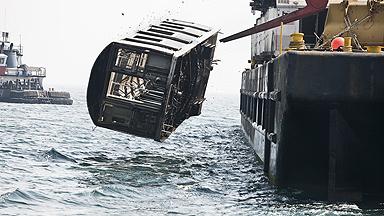 """那些""""功成身退""""的纽约地铁车厢都去哪了?已被沉入大海"""
