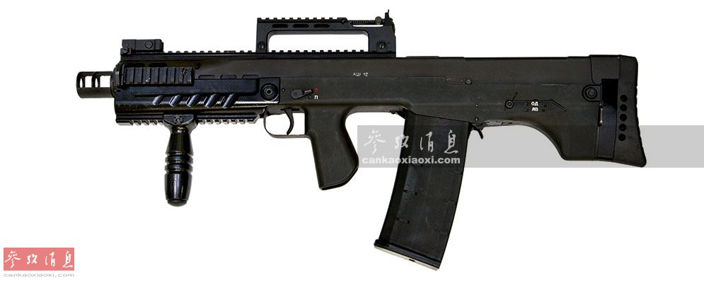 "ASh-12由俄罗斯著名的图拉设计局下辖的""运动及狩猎武器中央设计研究局""(TSKIB SOO)于2010年研发,专为俄联邦安全局执行高危反恐任务打造,强调近距离""一击必杀""能力,2011年正式交付使用。该枪采用无托式设计,全枪长675毫米,空枪重5.2千克,采用10发或20发弹匣供弹。"