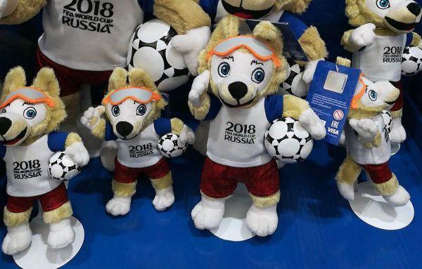 杭州孚德品牌管理公司负责本届世界杯吉祥物的制作。 (1)