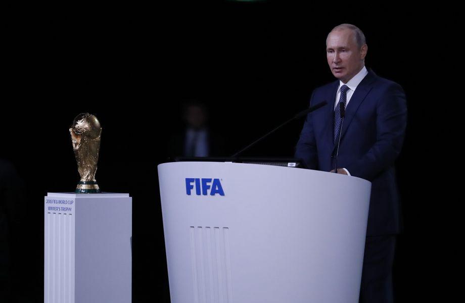 国际足联第68届大会在莫斯科举行:因凡蒂诺向普京赠送礼物