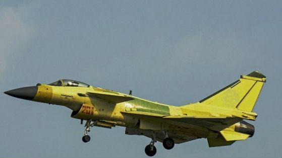 美媒称歼-10多款改型能力强大 美军视其为F-15C强大威胁