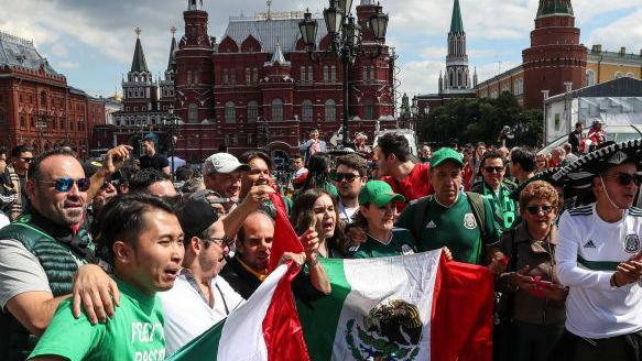俄采取严厉安保保障世界杯安全:穿蓝色制服的人无处不在