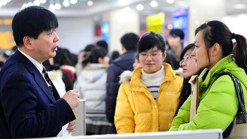 英媒称中国女性仍面临职场性别歧视:升职加薪机会少