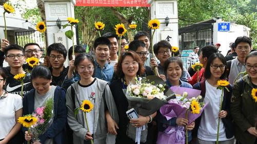 美国一大学将接受中国高考成绩 美媒:中国学子多了一条路