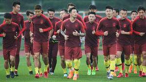 谈中国男足总难免尴尬,但在尴尬中反思是必修课