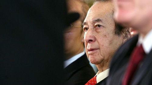 """96岁澳门""""赌王""""何鸿燊正式退休 英媒回顾其传奇发家史"""