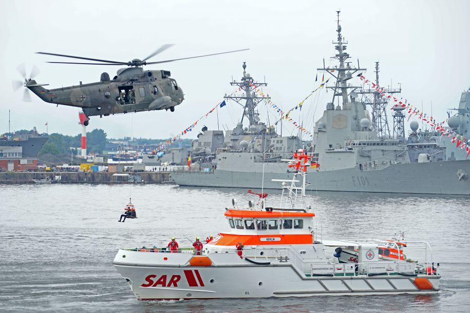 """中国海军滨州舰抵达德国参加""""基尔周""""活动"""
