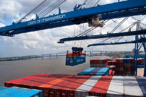 美媒:贸易冲突让美企业忧心忡忡 经济学家担心出现经济衰退