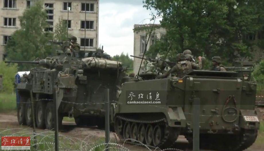 """""""世界杯""""期间,以美国为首的北约19国军队在波罗的海沿岸举行了代号""""军刀打击2018""""的大规模军演,1.8万兵力参演,明显是针对俄军进行。其中美海军陆战队还与意大利、加拿大等国陆军在拉脱维亚进行城市战突袭演练。图为加拿大陆军LAV III轮式装甲车掩护M113装甲运兵车。17"""