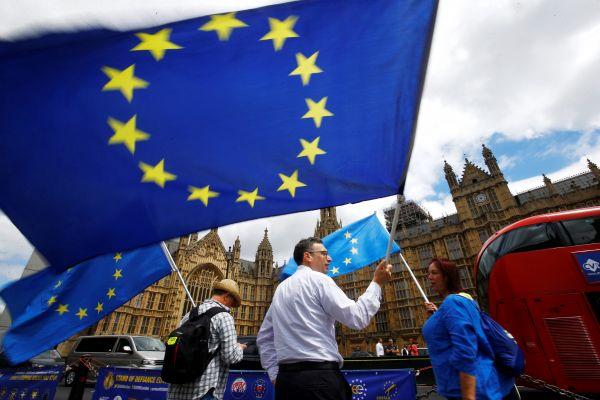 英媒称英首相与议会争夺脱欧主导权:领导能力面临考验