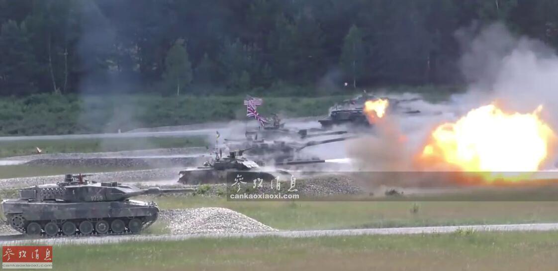 """6月3日至8日,德国格拉芬沃尔训练基地,驻欧美军和德国陆军共同举行了第三届""""坚强欧洲坦克挑战赛"""",共有八个国家的坦克部队参与了这项年度比赛。本图集就此简析。图为七国坦克并排开火,颇有""""坦克世界杯""""的感觉。"""
