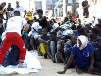 利比亚海军在西部海域救起191名非法移民