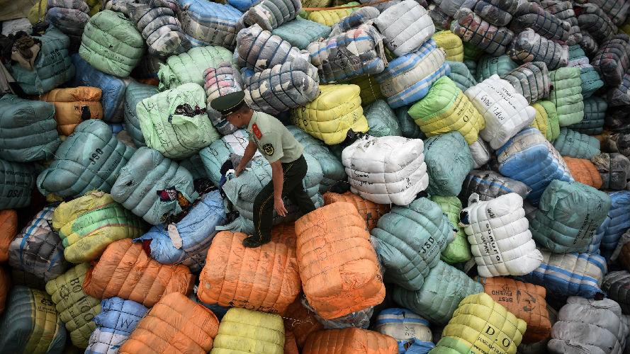 """美媒称中国""""禁废令""""给他国敲警钟:富国须放慢塑料积累"""