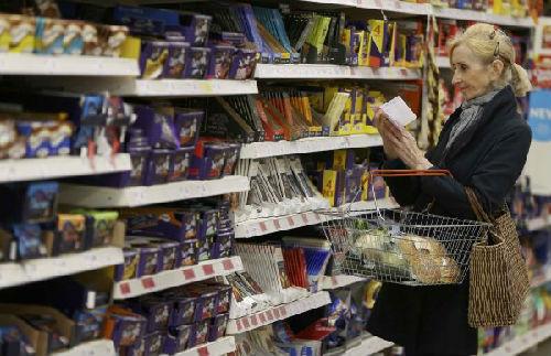 美媒:英国2017年借记卡消费次数首超现金 非接触式支付激增