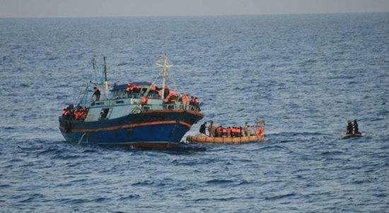 """一艘""""水瓶座号""""被救起 欧洲却要在这个问题上""""翻船""""——"""