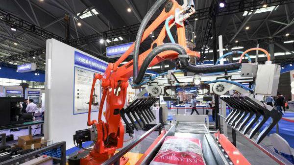 美媒称不能靠加税与中国争夺未来:或断送美国新兴产业