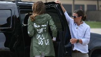 """""""真的不在乎""""?美国第一夫人访儿童收容所时着装引争议"""
