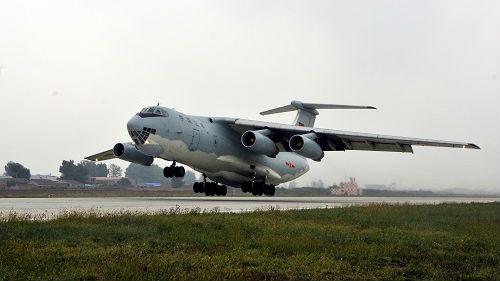 """菲媒:菲律宾空军证实中国军机再次在菲降落并""""短暂加油"""""""