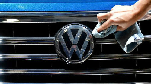 英媒:特朗普威胁征收20%汽车关税 欧盟将作出回击