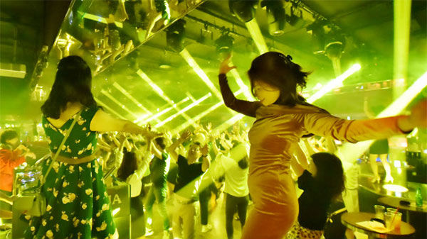 """日媒:迪厅重新开张度假村活跃 日本""""泡沫经济""""重现?"""
