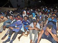 利比亚海军在西部海域救起458名非法移民