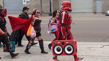 真实世界超级英雄:穿着紧身衣对抗社会不公