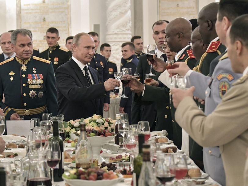 普京:俄军现代化武器装备比例已接近60%