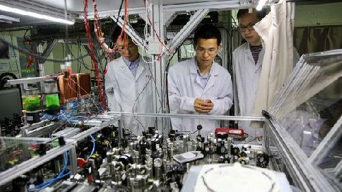 美媒:中国团队成功模拟64位量子线路 突破限制