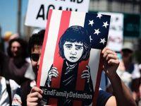 美国多地举行反对移民执法政策抗议活动