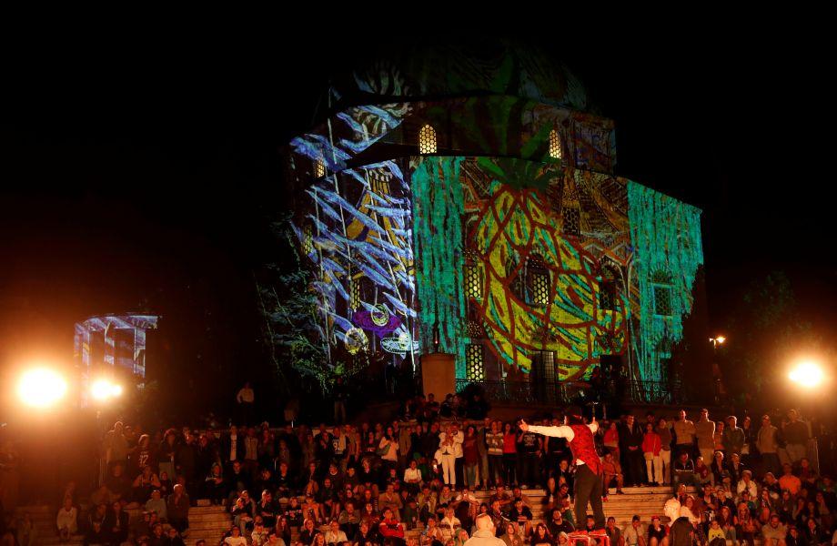 匈牙利佩奇举行若尔瑙伊灯光节