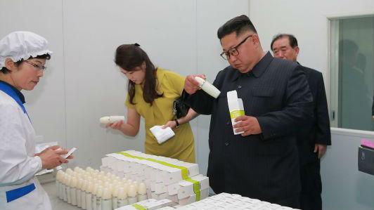 金正恩视察新义州化妆品厂 外媒:或意在加紧中朝经济合作