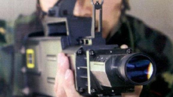 """境外媒体:中国研发""""激光AK47""""突击步枪 可烧穿800米外目标"""
