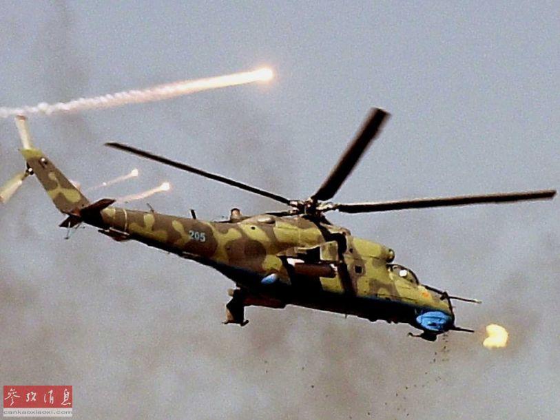 米-24武直使用机头炮塔的四管12.7毫米Yak-B加特林机枪对地扫射资料图。