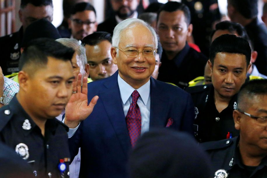 贪污和背信罪!马来西亚前总理纳吉布被起诉后获得保释