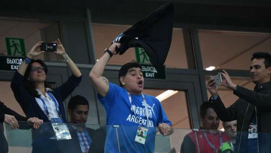 世界杯花絮:马拉多纳再抢镜 自荐无偿执教阿根廷