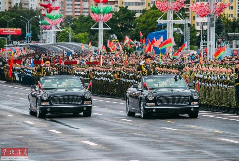 7月3日是白俄罗斯的国庆独立日,自1996年以来都会在首都明斯克举行规模盛大的阅兵式以庆祝这一特别的日子,今年白俄军方也出动了大批武器装备参加。图为白俄军方高层将领乘坐中国产红旗轿车检阅部队。38