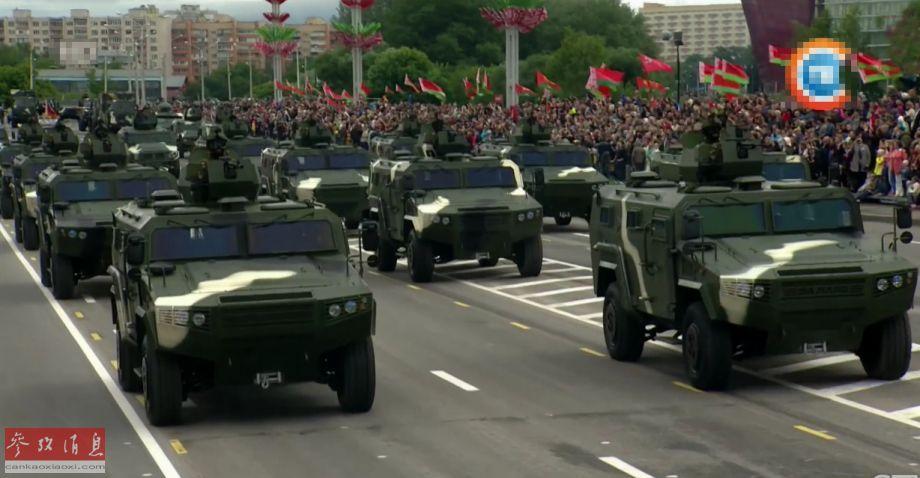 参加阅兵的中国产CS/VN3轮式装甲车方队。这批战车是2017年7月,中国与白俄罗斯达成了一系列军事技术援助的协议的一部分,免费提供了30辆。