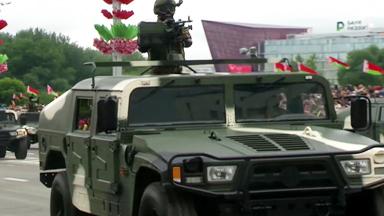 猛士列阵!白俄阅兵出动中国产战车方队