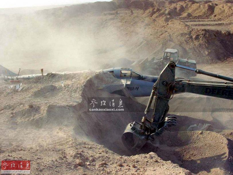百亿美元战机埋黄沙!为躲空袭后被拆解