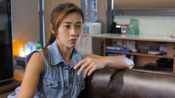 """英媒关注""""香港最美搬运工"""":挑战男性专长 梦想开大车"""