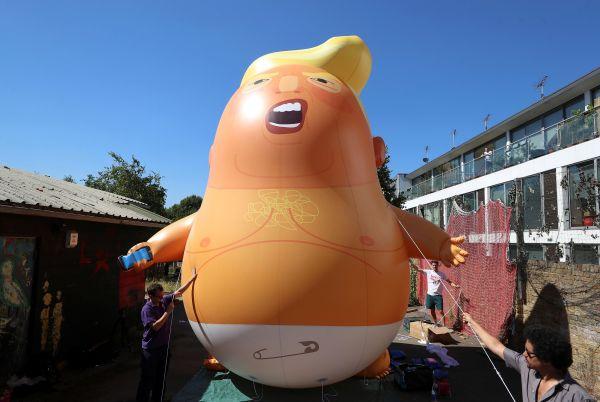 """""""特朗普宝宝""""巨型气球。"""